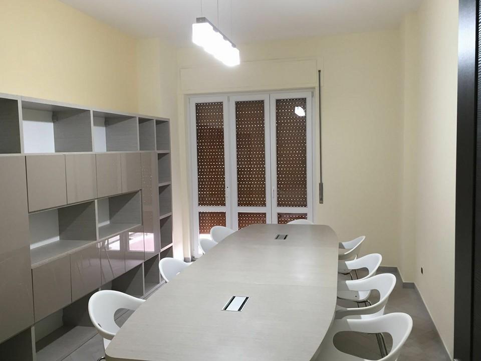 Illuminazione e arredamento per ufficio interni e design interni
